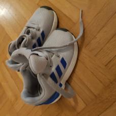Turnschuhe von Adidas in Grösse 21