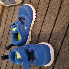 Nike Turnschuhe Grösse 21