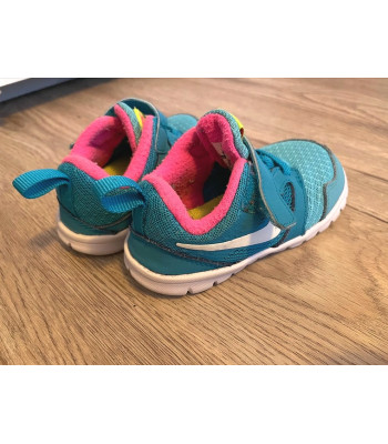 Schuhe Nike Sneaker Gr. 23  23,5